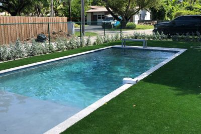 Choosing Between Artificial Turf and Natural Grass for the Pools around